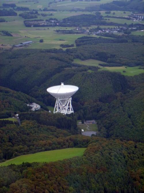 Radioteleskop. Damit kann Radio hören. Aber nicht nur... (Bild: ADwarf, Public Domain)
