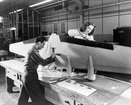 Arbeit an der NACA im Jahr 1944 - noch ein weiter Weg bis ins All... (Bild: NASA, public domain)