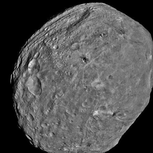Der Asteroid Vesta (Bild: NASA/JPL-Caltech/UCLA/MPS/DLR/IDA)