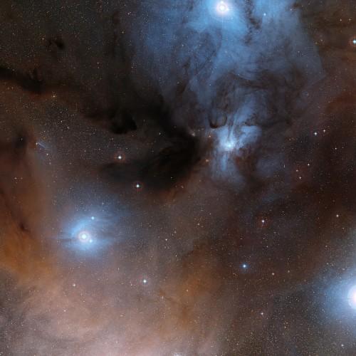 Sternentstehungsregion im Sternbild Schlangenträger in dem sich auch IRAS 16293-2422 befindet (Bild: ESO/Digitized Sky Survey 2, Davide De Martin)
