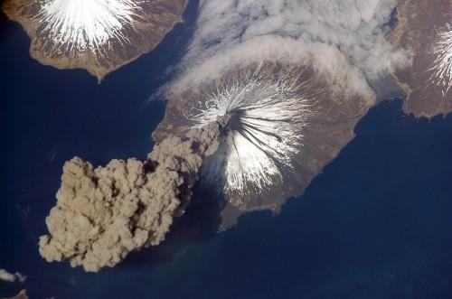 Vulkanausbrüche können das Klima verändern ( ISS Crew Earth Observations experiment and the Image Science & Analysis Group, Johnson Space Center.)