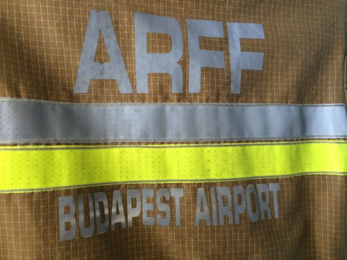 Eine Feuerwehrjacke (Author: Gergõ Fehérvári)