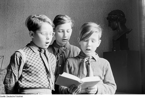 Lieder singen ist ja ok. Kommt halt darauf an, was man so singt... (Bild: Deutsche Fotothek, CC-BY-SA 3.0)
