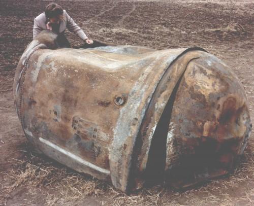 """Will man nicht auf die Ostereier kriegen! Treibstofftank einer Delta-2-Rakete, """"gelandet"""" 1997 in Texas (Bild: NASA, public domain)"""