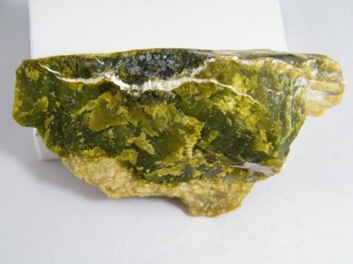 Lizardit, ein Schichtsilikat (aber nicht das, das auf dem Asteroid gefunden wurde). (Bild: John Krygier, Public Domain)