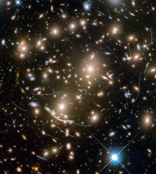 Bild: NASA, ESA, and B. Sunnquist,  J. Mack (STScI),  J. Lotz (STScI) and the HFF Team