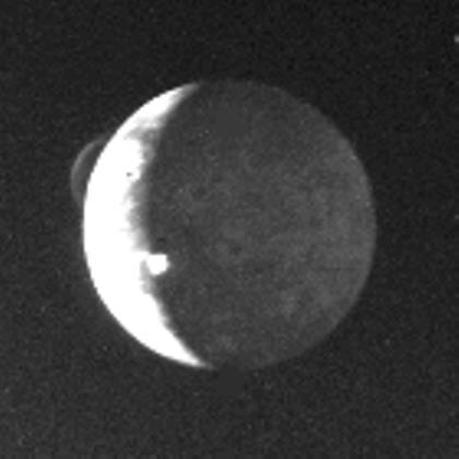 Erste Beobachtung eines aktiven Vulkans außerhalb der Erde (Bild: NASA/JPL, gemeinfrei)