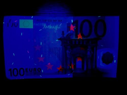 Eigen Versuch: Geldschein unter UV-Licht