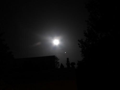 """Der Mond am 28. Mai 2018, so wie ich ihn von meinem Garten aus für meine Messung benutzen konnte. Der """"Stern"""" daneben ist übrigens Jupiter."""