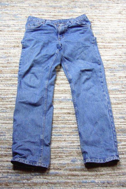 Zu sehen ist die typische Bluejeans (uploaded by Juanmak, Jeans, als gemeinfrei gekennzeichnet, Details auf Wikimedia Commons)