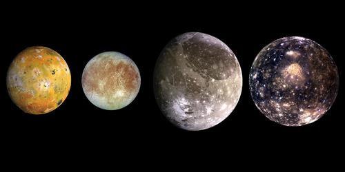 """Die vier großen """"galileischen"""" Monde des Jupiters. Von links nach rechts: Io, Europa, Ganymed, Callisto. (Bild: NASA/JPL-Caltech, public domain)"""