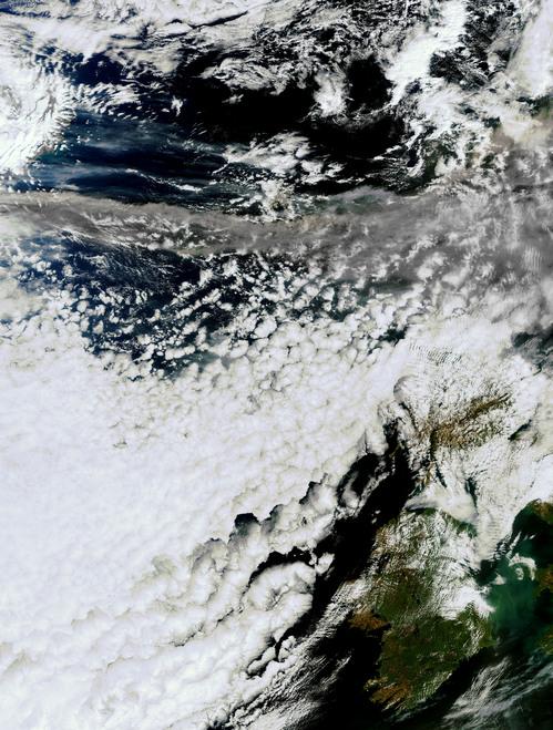 i-42709216bce14dd450ec92ad31b5fbc4-Meris-Iceland-Volcanic-Ash-2010-04-15-1125utc-Overview-Full-res-thumb-500x659.jpg
