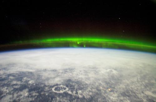i-5605af45219d2ca9a8d3e9995a1c711a-Ionosphere-Aurora_Borealis-thumb-500x328.jpg