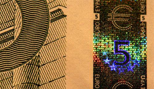 i-6189d8480ccd21e138388f771e4352ac-800px-EUR_5_holographic_band-thumb-500x290.jpg