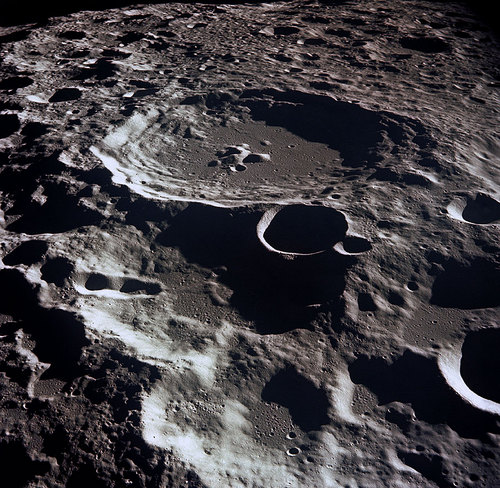 i-7748b6d6ecca989d4f0a098e571f6b3a-Lunar_crater_Daedalus-thumb-500x488.jpg
