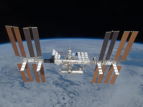 i-8b7783fa064b5966b380d6c5e9618e6d-ISS_March_2009-thumb-500x375.jpg