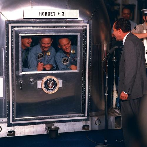i-8d0220bbb0701b7722c23011c5dbc7d4-Apollo_11_crew_in_quarantine-thumb-500x500.jpg