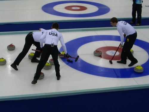 i-ad9e42e454f7af802e13adece9d726ea-Curling_Torino_2006_Pinerolo_Palaghiaccio_scena2-thumb-500x375.jpg