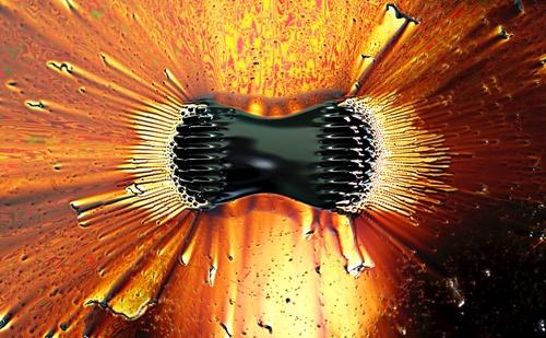 i-c3cab68c6007e259d36b99bb3e6ff71c-Ferrofluid_poles-thumb-500x309.jpg