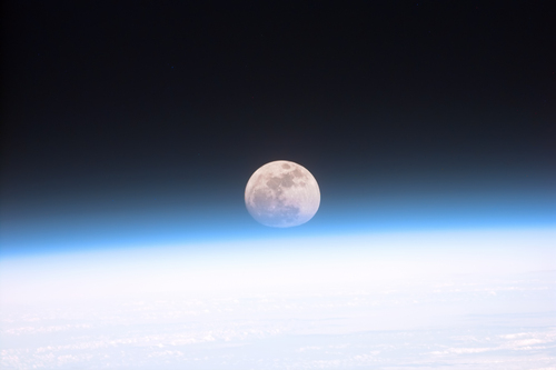 i-e84cc305a3f33259ed895a800756636c-Full_moon_partially_obscured_by_atmosphere-thumb-500x333.jpg