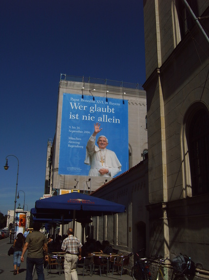 i-f7486b45181cc7917720a2877d5a8bcb-PapstBenediktDeutschland-thumb-430x573.jpg