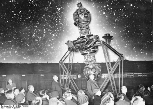 i-f975c2aa7de409c5f7328d091974a14c-Bundesarchiv_B_145_Bild-P018935,_Berlin,_Planetarium-thumb-500x358.jpg