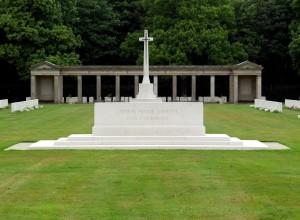Gedenkstein auf dem Rheinberg War Cemetary Quelle: Wikipedia