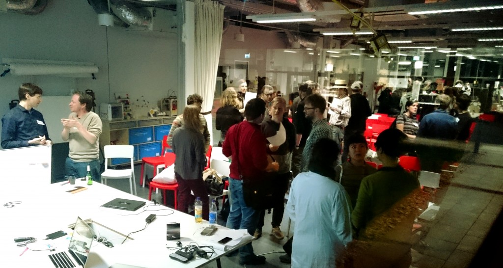 Science Hack Day 2015 direkt nach den Pitches am Freitag Abend, im FabLab Berlin.