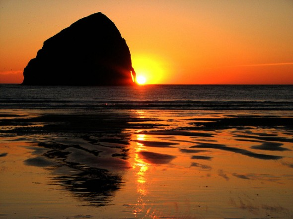 Sonnenuntergang bei Cape Kiwanda, Oregon. Foto: Erin via Flickr; CC-BY-2.0