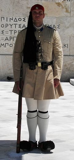 i-4494cb6af3a27bfa79e4a64d0548398e-240px-Guard_at_Syntagma_Square_in_Athens.JPG