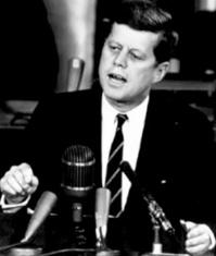i-752d726addd39e1c1d8c285dc453545e-Kennedy-Kongress-Mond-thumb-200x235.jpg