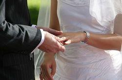 i-7bfc34793c47504013a90802004d9300-Weddingring-JH-thumb-250x164.jpg