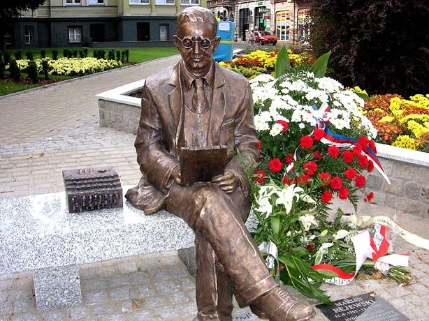 Rejewski-Drygalski-Rozycki-5-Rejewski-Statue