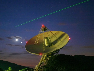 i-4e7f2225b7ae5fb796712379c49faba2-HartRAORadio_dish_vor_laser.pg-thumb-400x300.jpg
