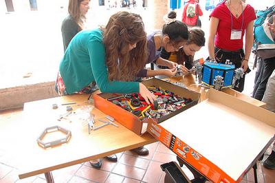 i-960b2a38a993046defb1c4af48d35e7f-DLR_rosetta_LEGO_1-thumb-400x266.jpg