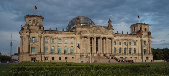 i-d226196410c2ee470d9d0abf95eb28d4-Reichstag-thumb-550x249.jpg